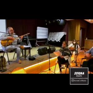 تمرین گروه تنبور نوازان حافظ در سالن تمرین سرنا
